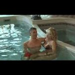 Valeria Marini e Biagio Izzo – In piscina